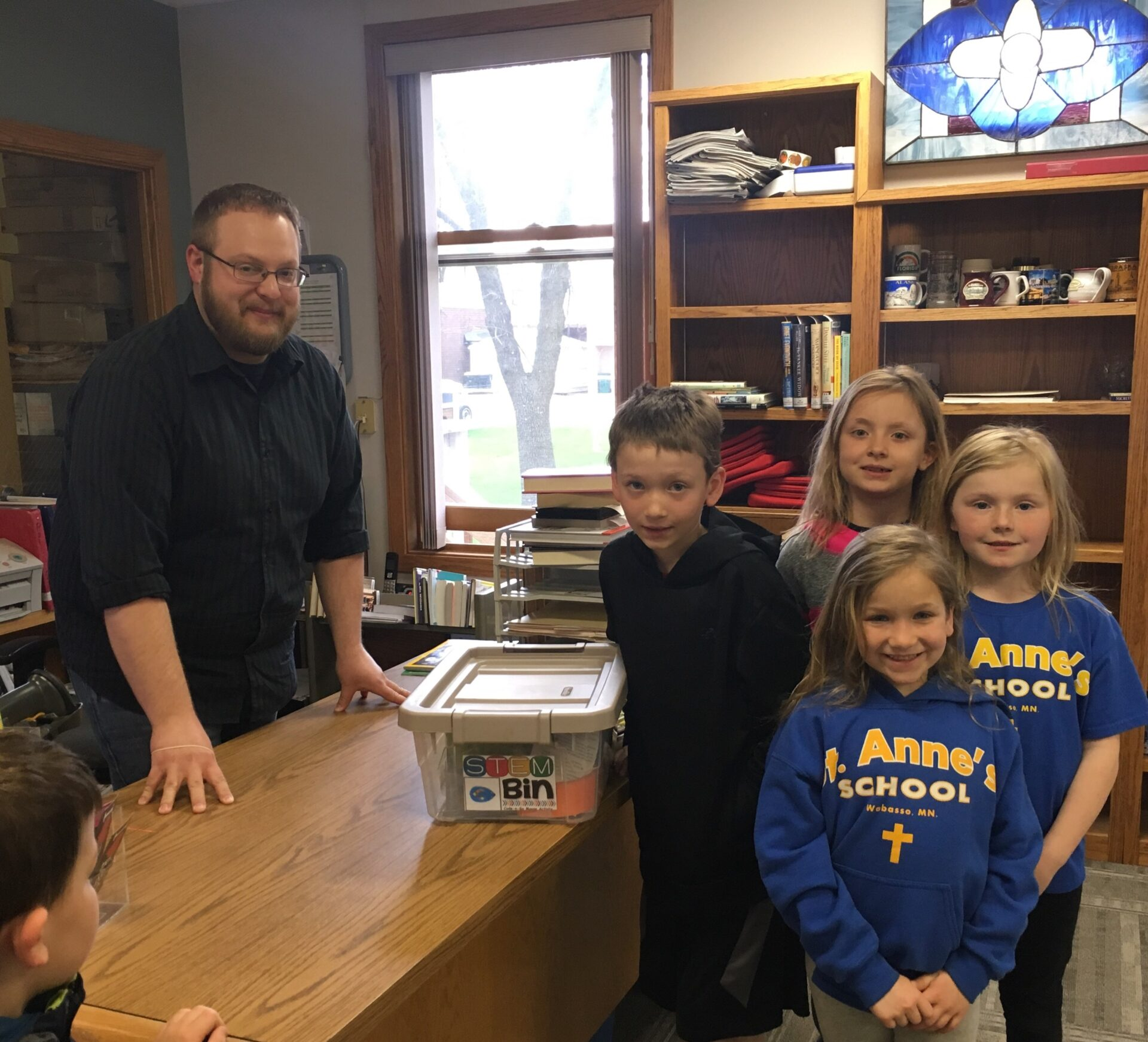 Librarian and children at the Wabasso Public Library